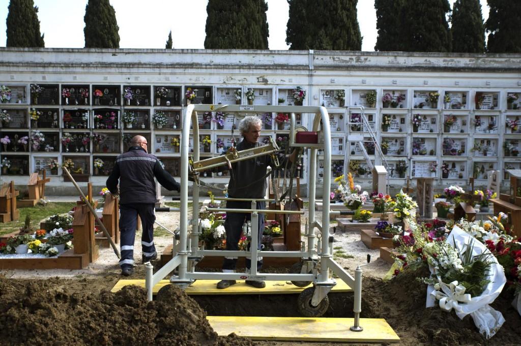 Formica_Cimiteriali-003